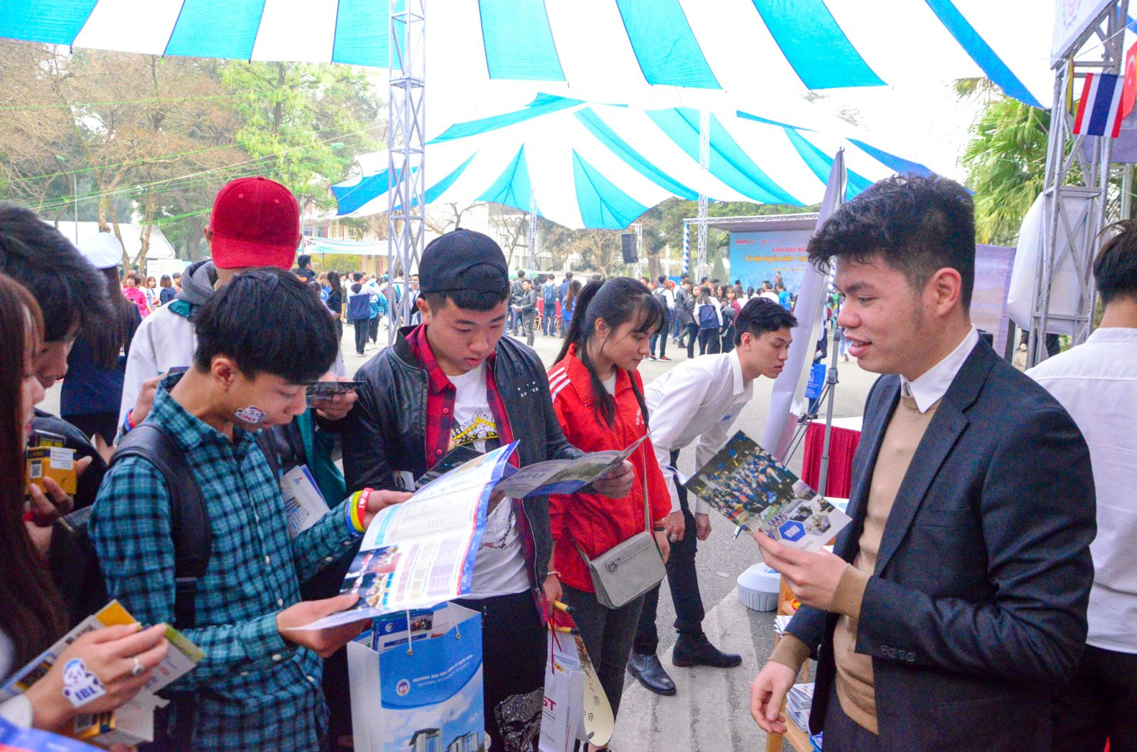 Viện Đào tạo Quốc tế tham gia ngày Hội tư vấn Tuyển sinh & Hướng nghiệp năm  2018 tại trường Đại học Bách Khoa - Hà Nội
