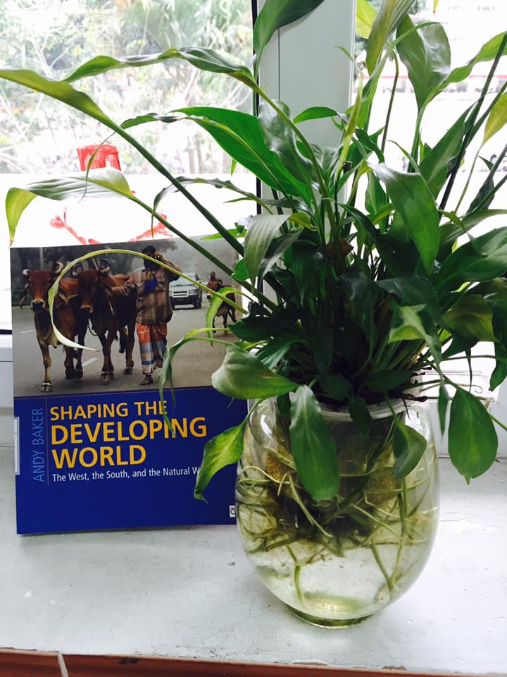 """Shaping the developing world. The West, the South, and the Natural World"" (Printed book for Students)"